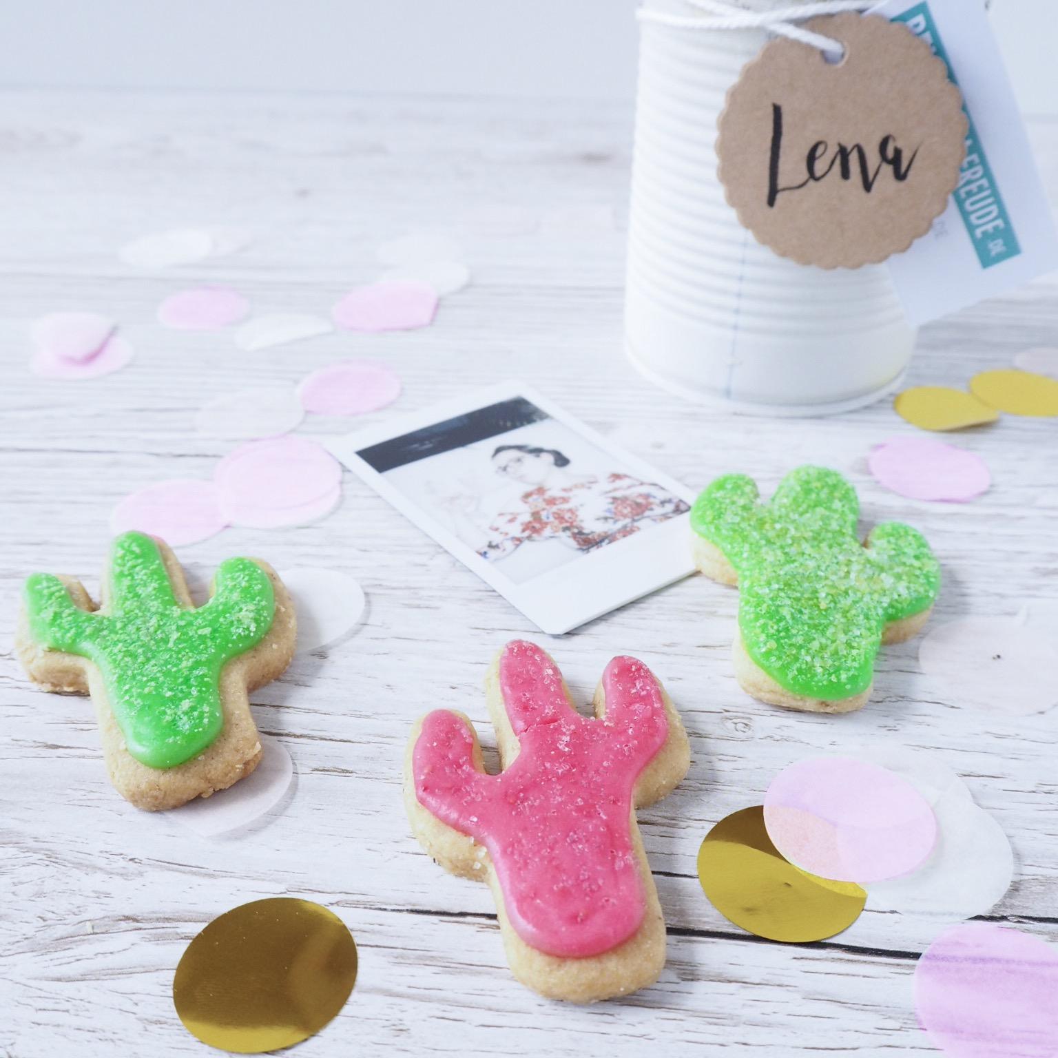 Kakuts Kekse in grün und pink mit Instaxselfie von mir