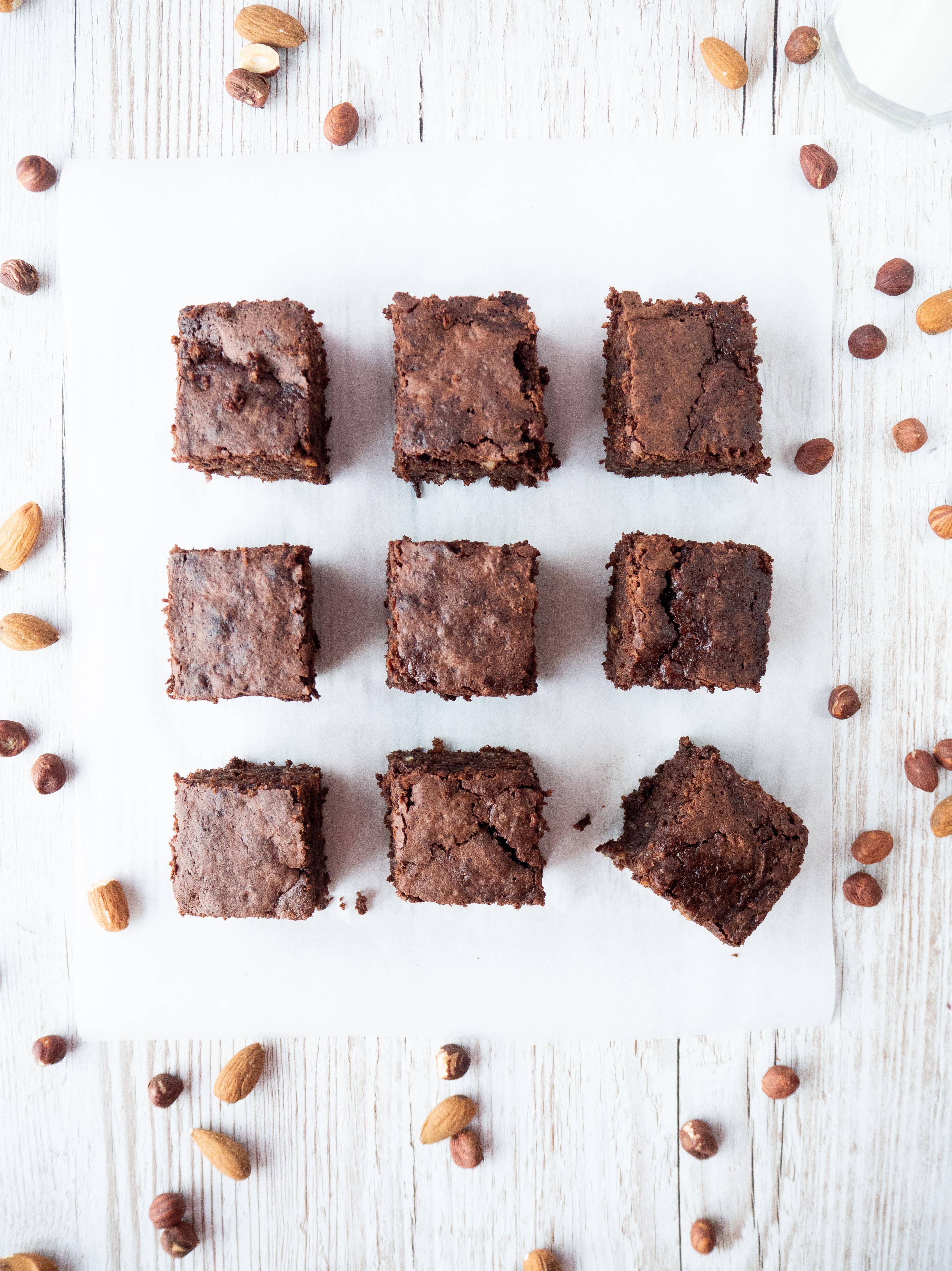 9 Zucchini Brownies vierecke von oben Fotografiert